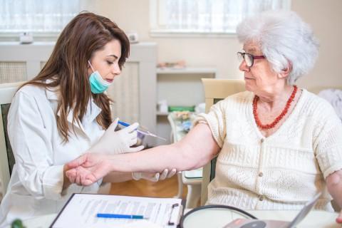 Можно пенсионерам ставить прививки от гриппа